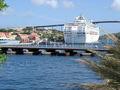 Annabaai met cruiseschip